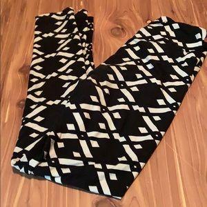 LuLaRoe Pants - Lularoe black and white leggings